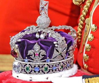 corona con pietre preziose