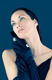 pietre preziose su guanti